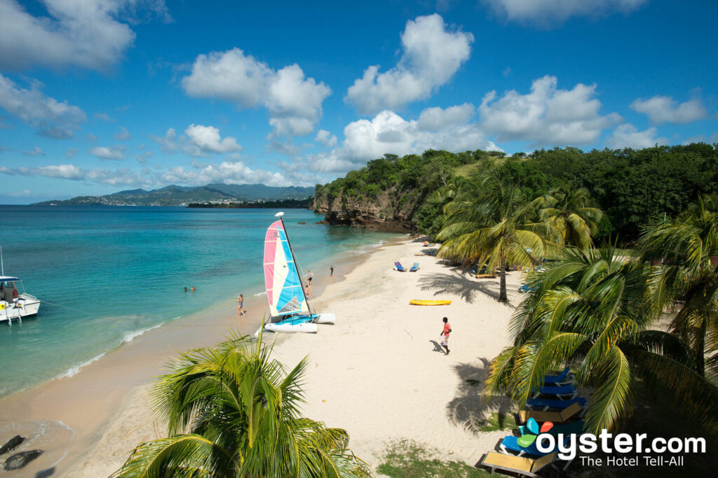 La plage chez Grenadian by Rex Resorts