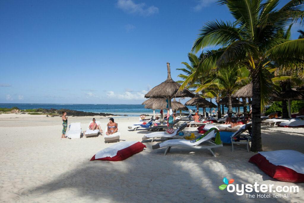 Praia em LUX Belle Mare, Mauritius / Oyster
