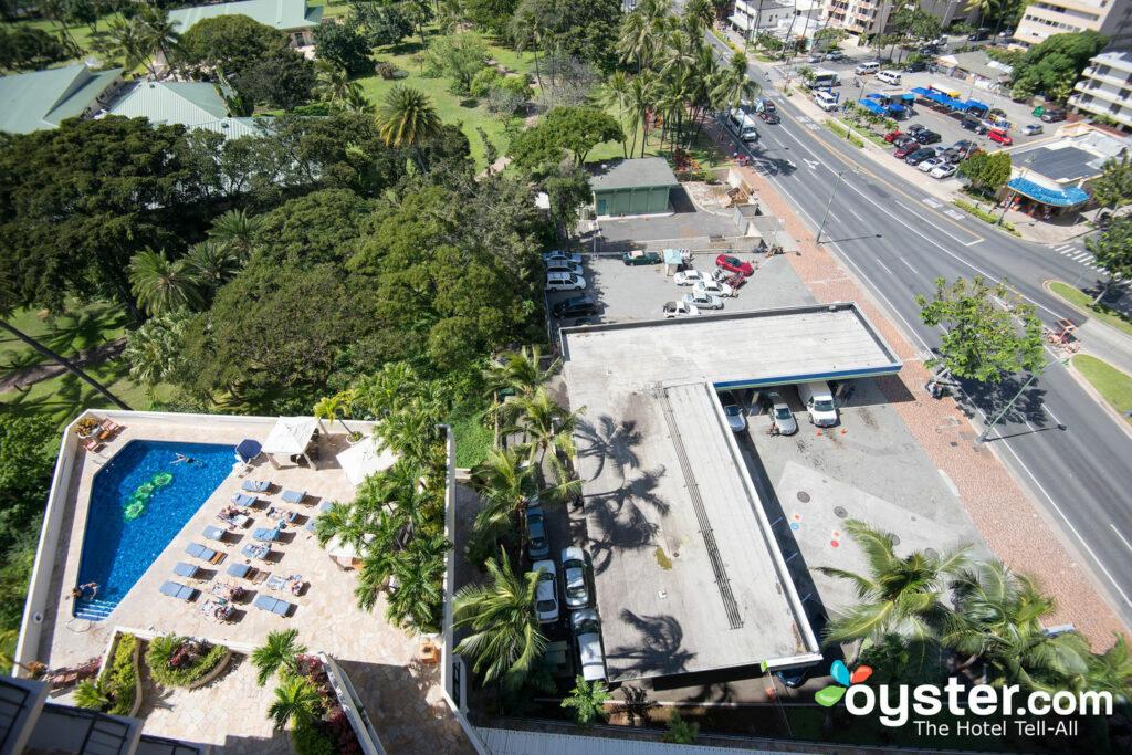 Luana Waikiki Hotel Suites Review
