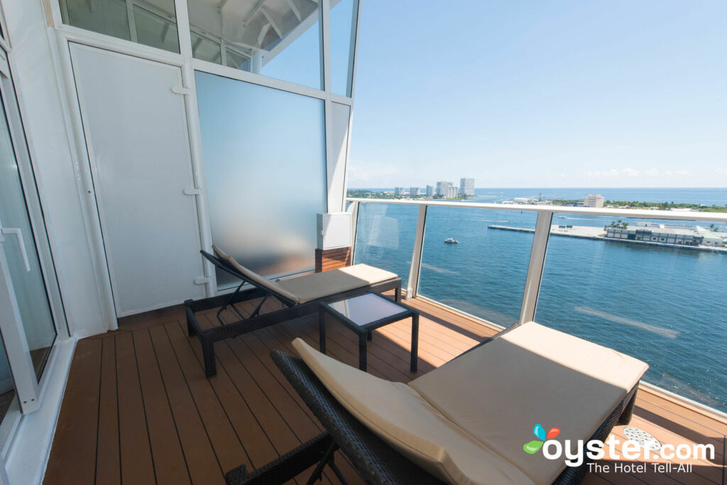 The Crown Loft Suite With Balcony on Oasis of the Seas/Oyster