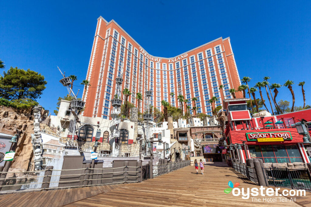 Treasure Island Pirate Show 2020.Treasure Island Hotel Casino Review What To Really Expect
