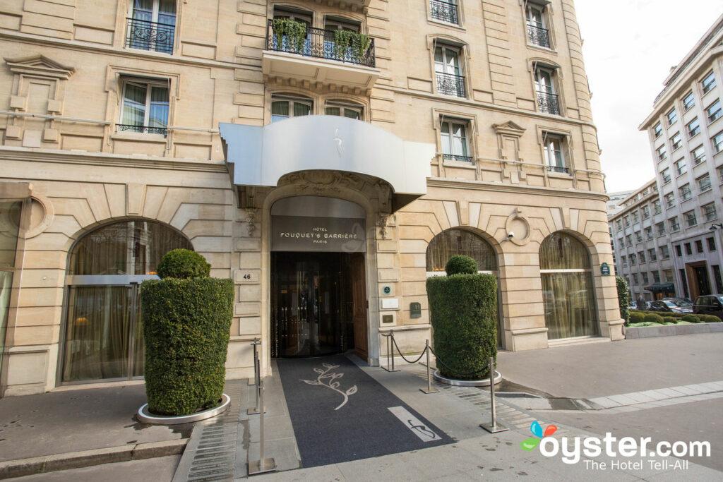 Entrada en el Hotel Barriere Le Fouquet's Paris / Oyster