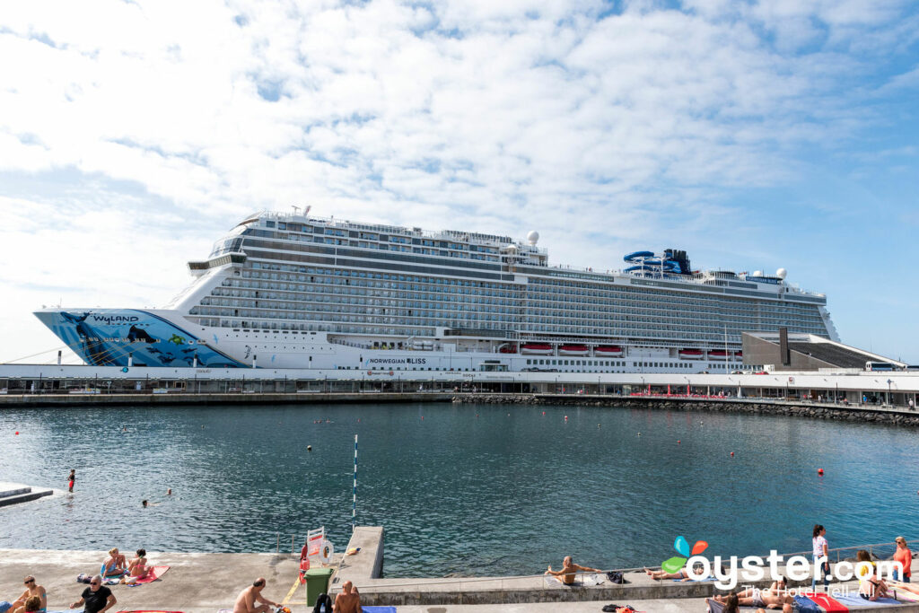 Norwegian Bliss / Oyster di Norwegian Cruise Line