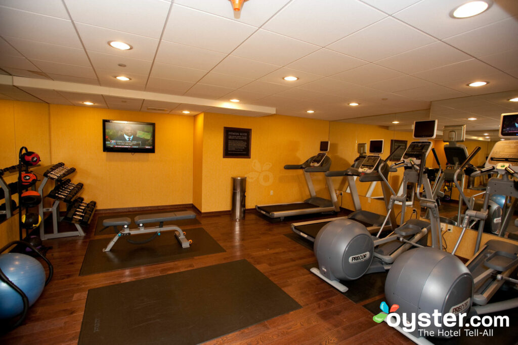 Cuscino Ad Aria Fitness.Bostonian Boston Review What To Really Expect If You Stay