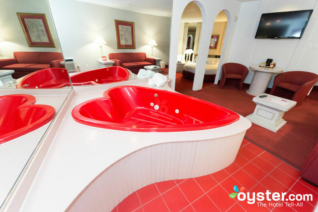 Heart-shaped whirlpool at Paradise Stream Resort