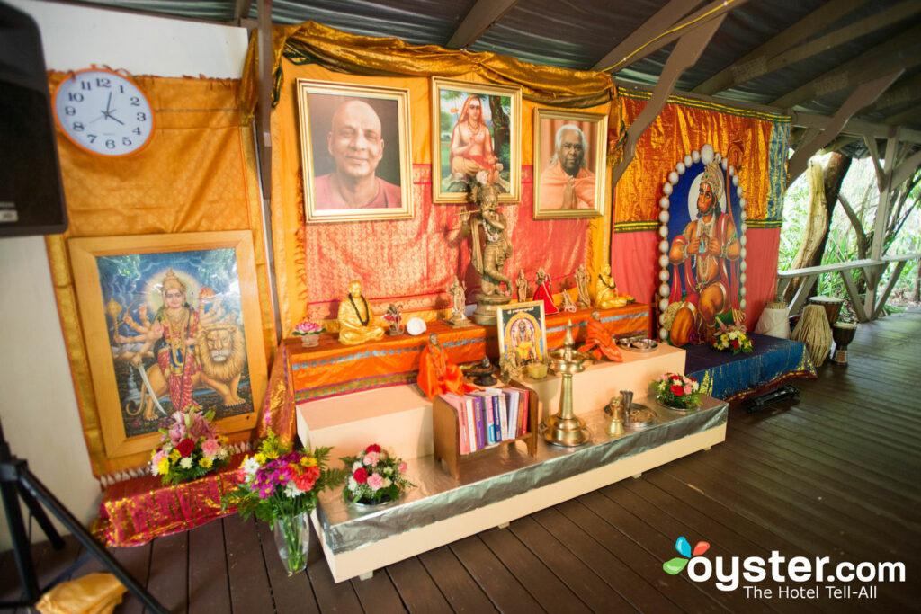 Die Garten Yoga Plattform im Sivananda Ashram Yoga Retreat