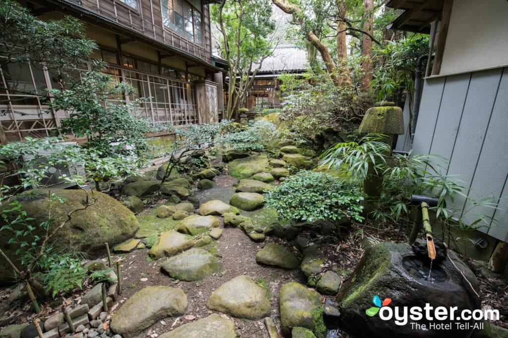 Jardín en Fukuzumiro Ryokan, Japón / Oyster