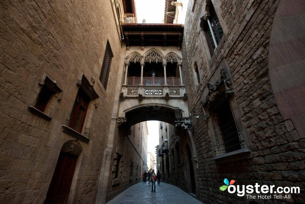 Carrer del Bisbe, Barcelona/Oyster