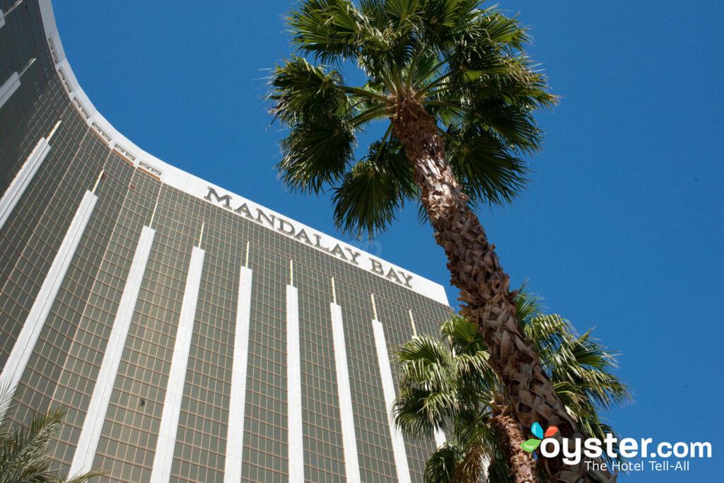 Casino, restaurantes, aquário, lojas e acesso aos outlets em Las Vegas no Mandalay Bay Hotel