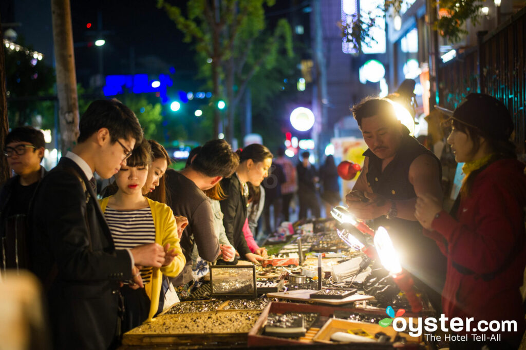 Night markets in Seoul/Oyster