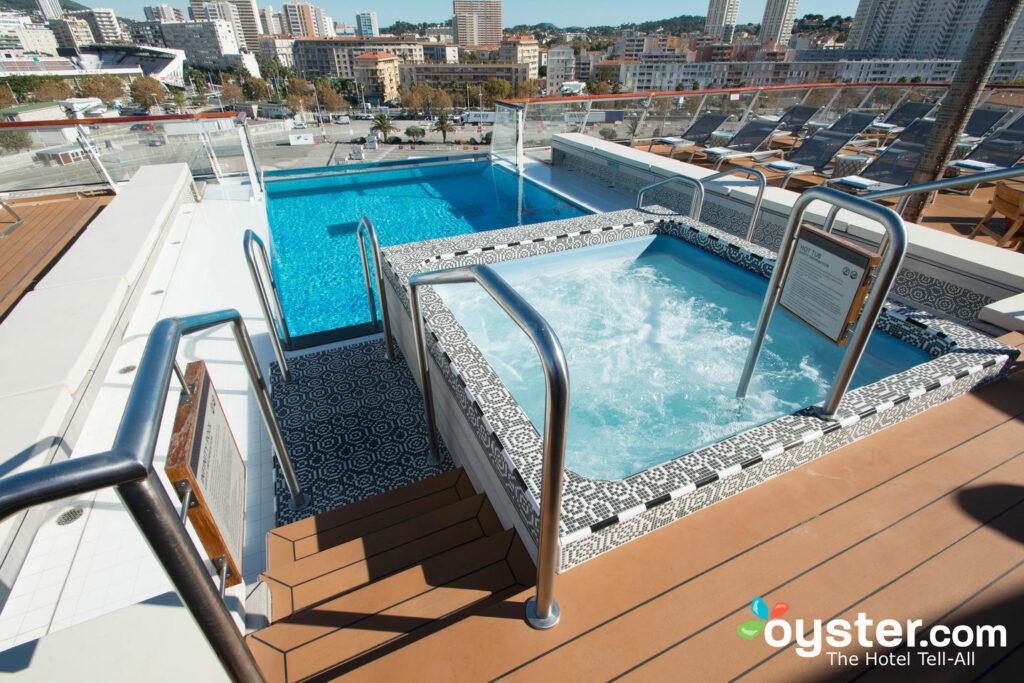 La piscina en Viking Star / Oyster