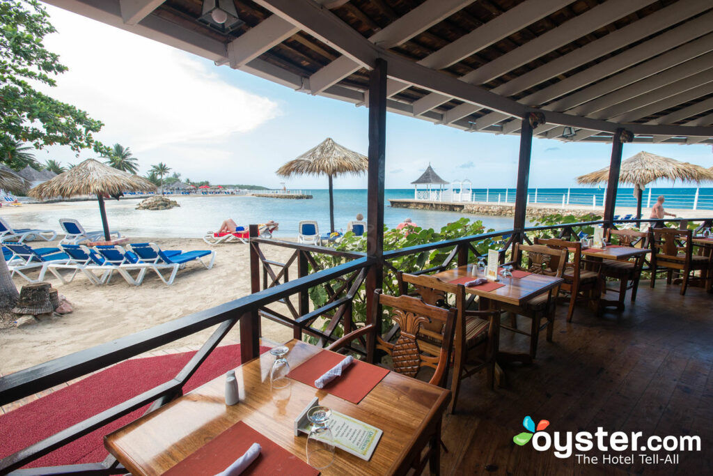 Restaurante en el Royal Decameron Club Caribbean / Oyster