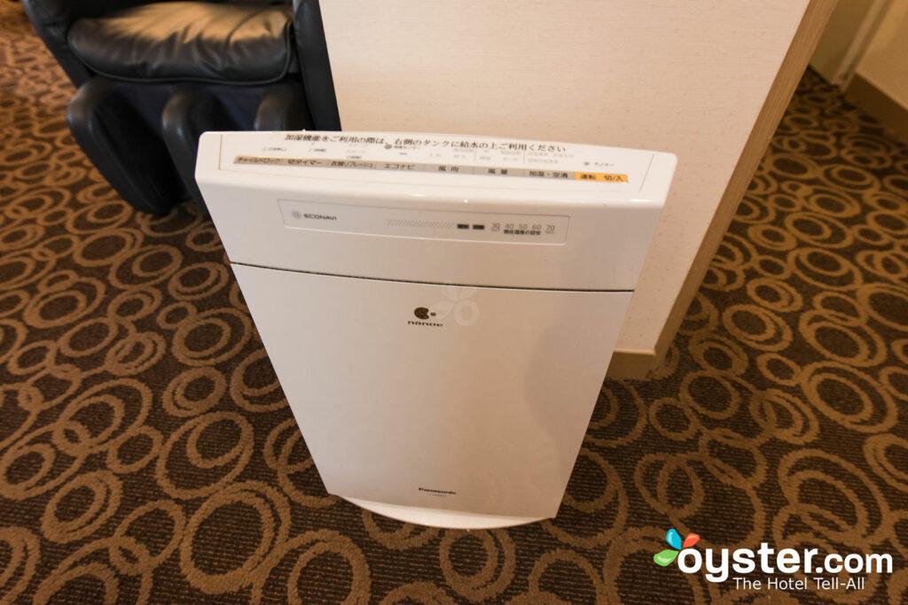 An air purifier at Ginza Creston Hotel.