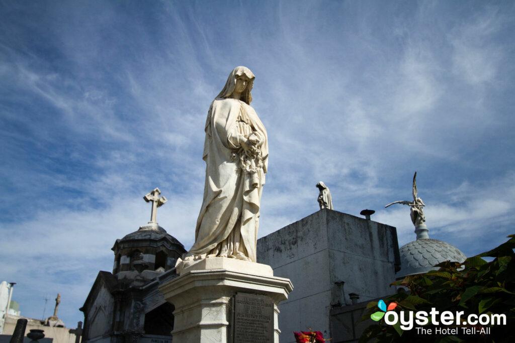 Un coin tranquille dans l'opulent cimetière de La Recoleta à Buenos Aires, qui abrite la tombe d'Evita.
