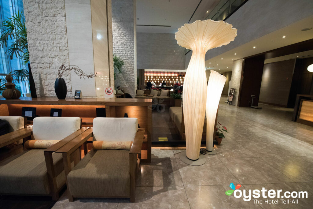 Lobby en el Hotel Sunroute Plaza Shinjuku / Oyster