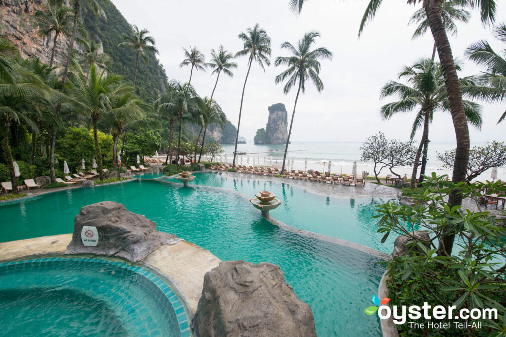 Hauptpool im Centara Grand Beach Resort & Villas Krabi