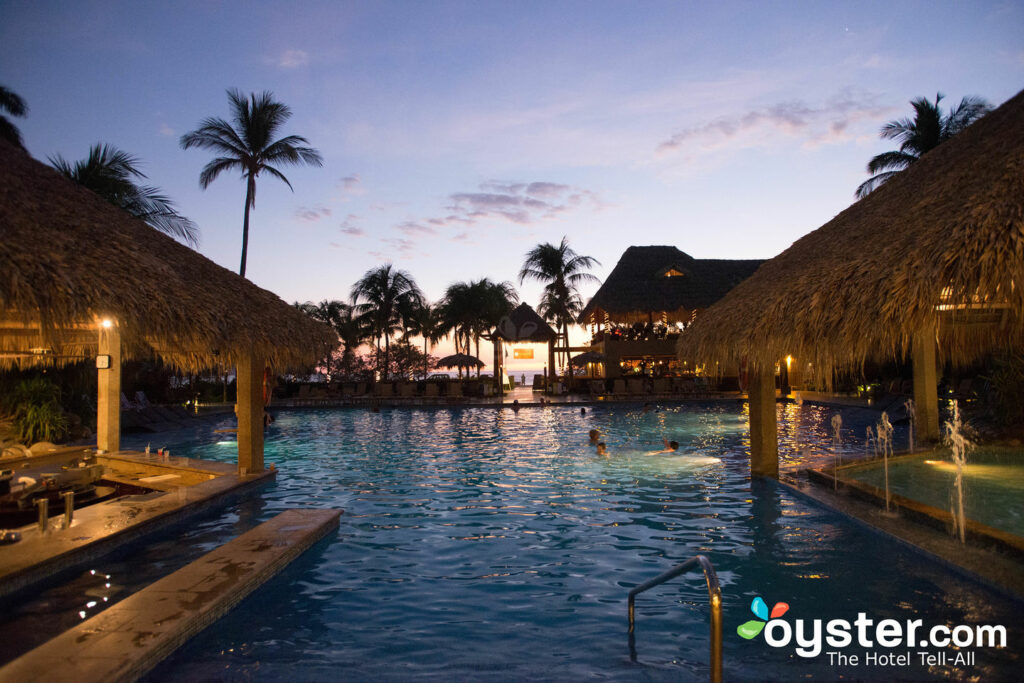 The Outdoor Pool at Flamingo Beach Resort & Spa/Oyster