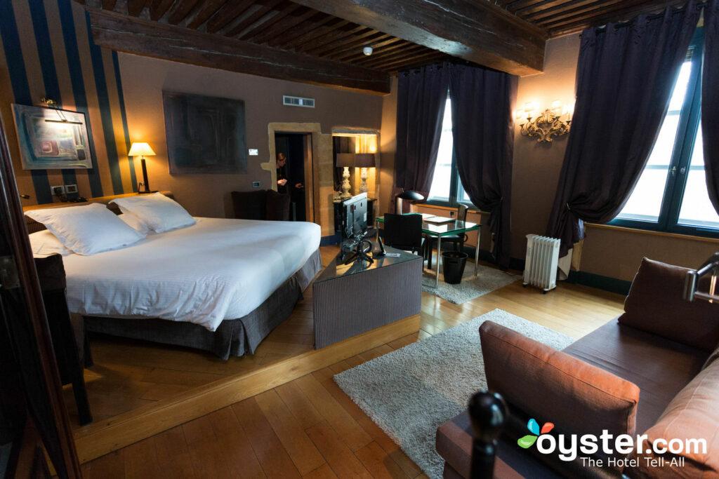 Os passeios Abercrombie & Kent incluem estadias em hotéis de luxo, como o Cour de Loges em Lyon