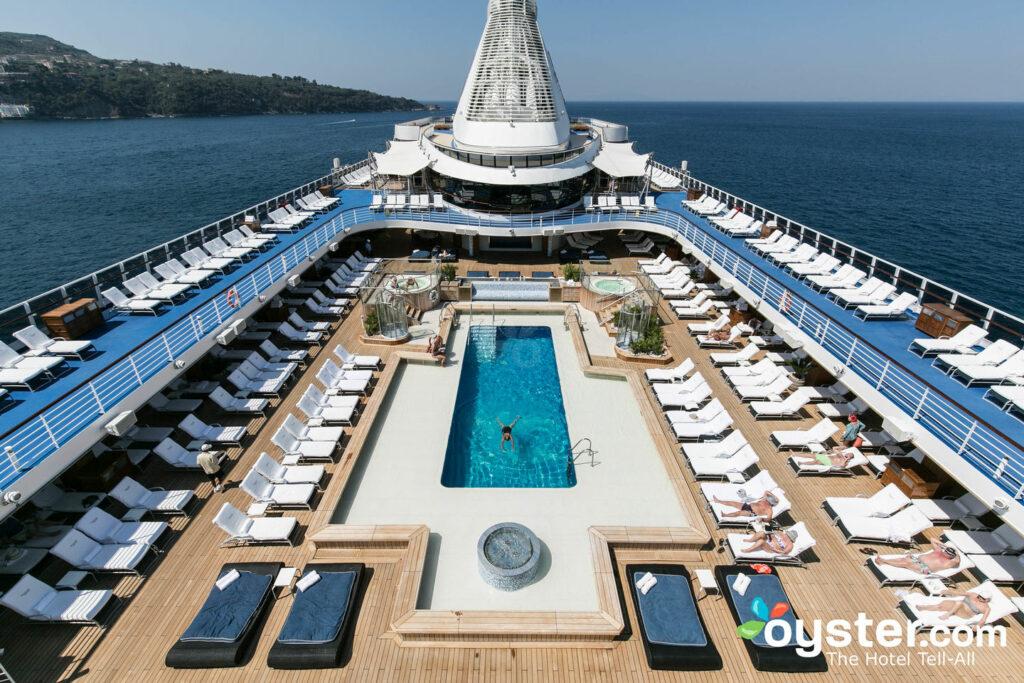 Piscine et bains à remous sur la Riviera / Huître