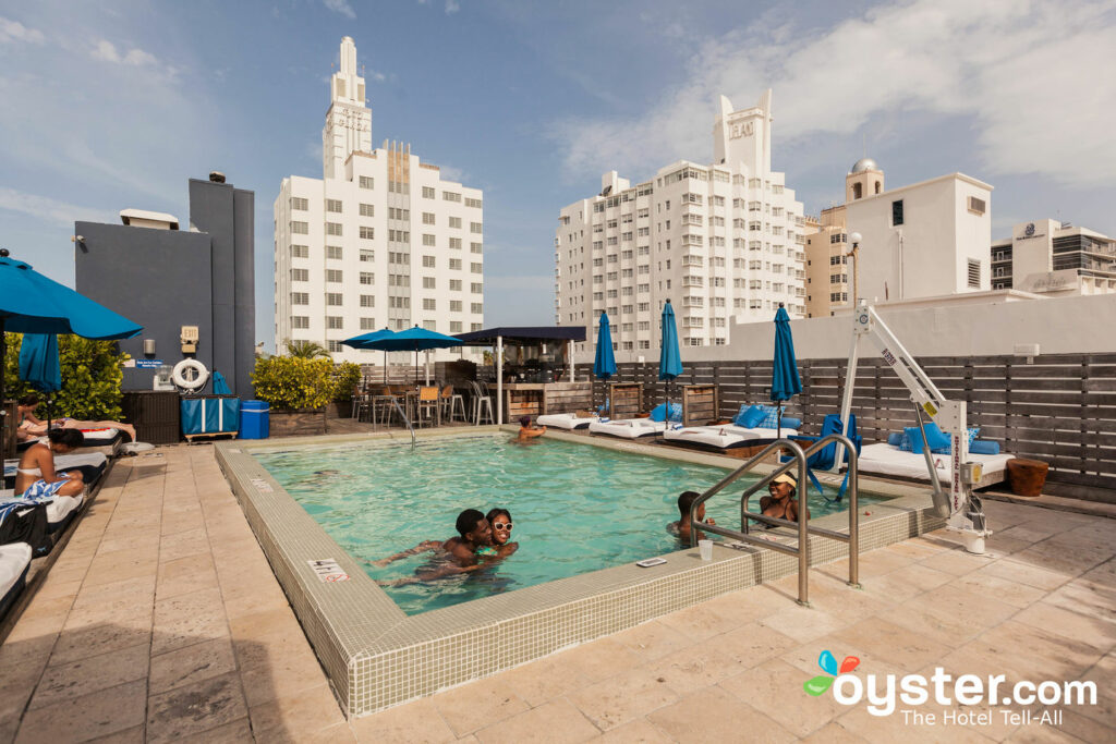 Catalina Hotel / Auster