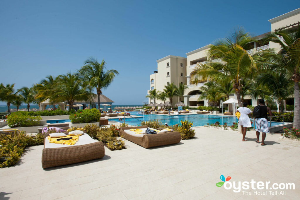 Piscina en el Iberostar Grand Hotel Rose Hall / Oyster