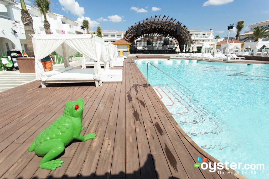Pool im Ushuaia Ibiza Beach Hotel / Oyster