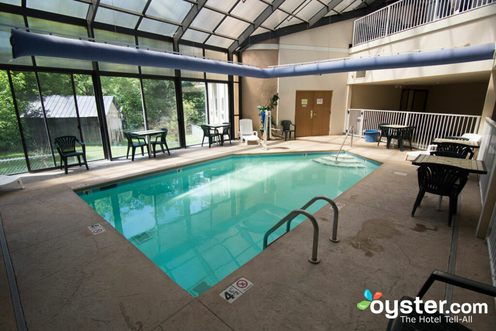cheap hotels in pigeon forge tn with indoor pool