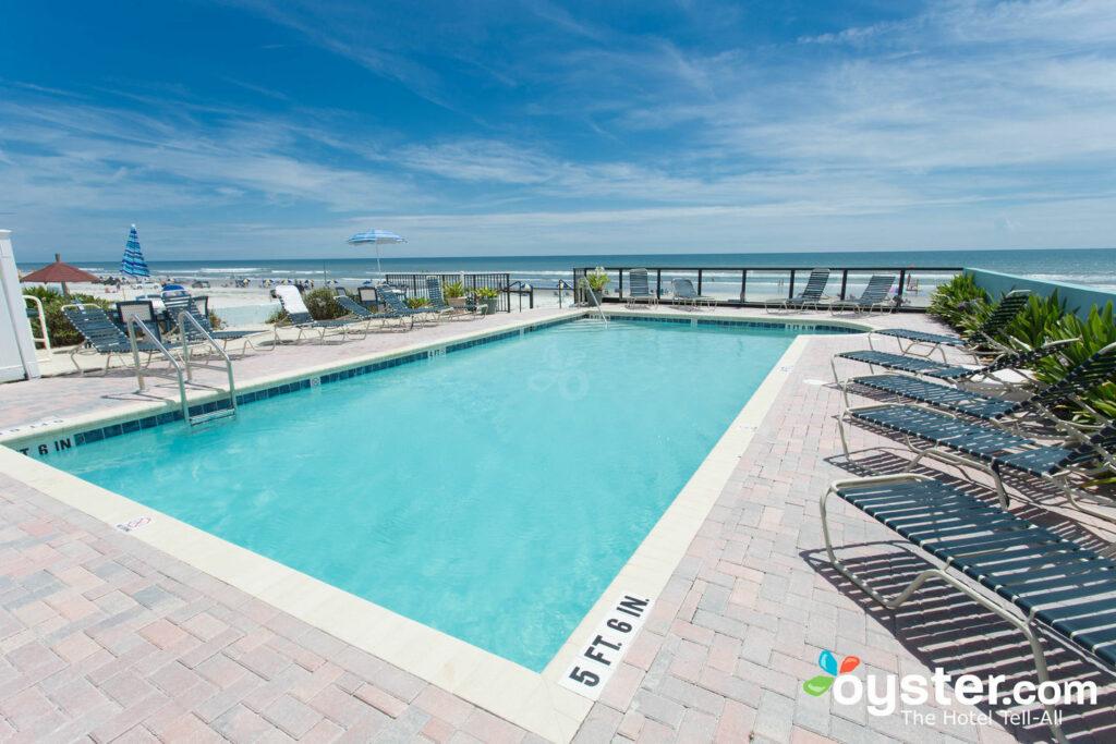 Piscina no Daytona Shores Inn and Suites / Oyster