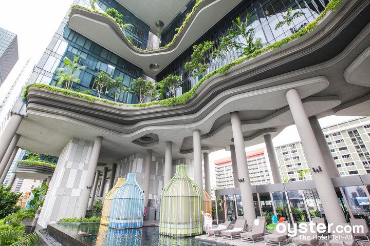 La piscina de la azotea en PARKROYAL de Singapur en Pickering.