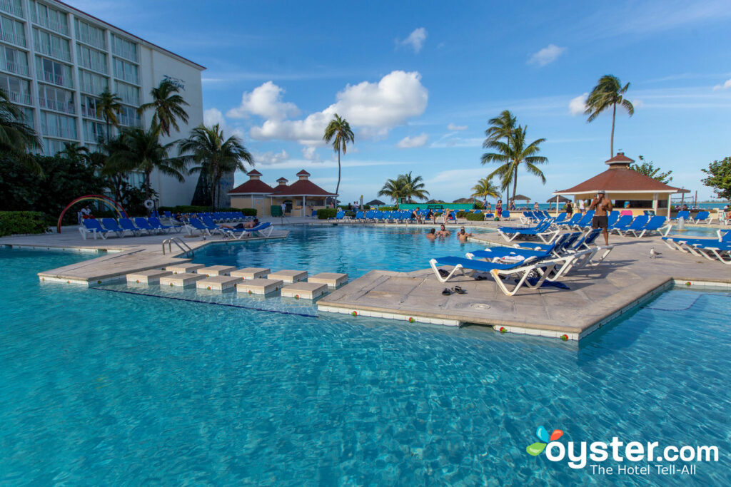 Bahamas All Inclusive >> Breezes Resort Spa Bahamas All Inclusive Detailed Review Photos