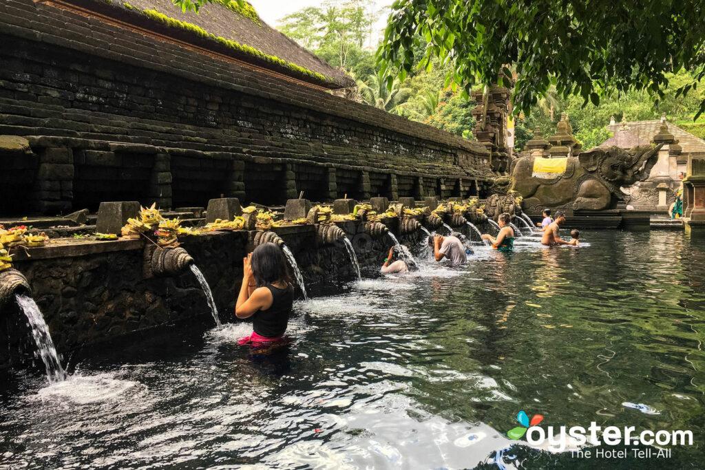 Templo de Pura Tirta Empul en Bali / Oyster