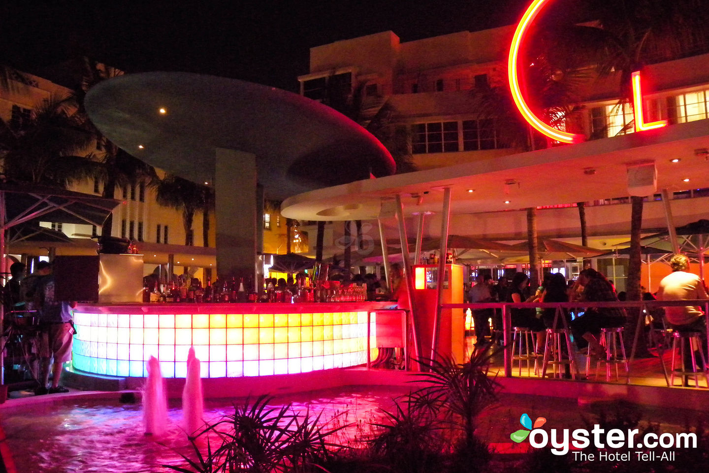 Pool Bar at Clevelander South Beach Hotel, Miami/Oyster