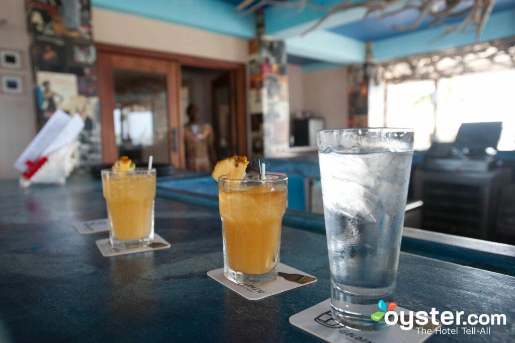 Bizot Bar a GoldenEye, Ocho Rios / Oyster