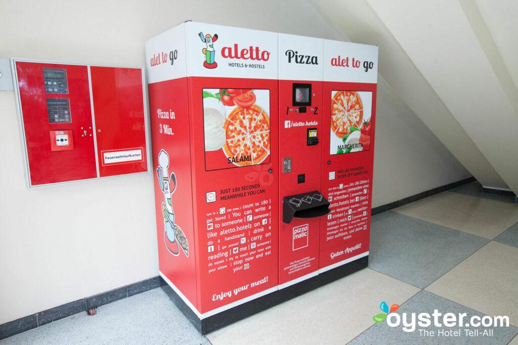 Distributore automatico di pizza al aletto Kudamm Hotel & Hostel