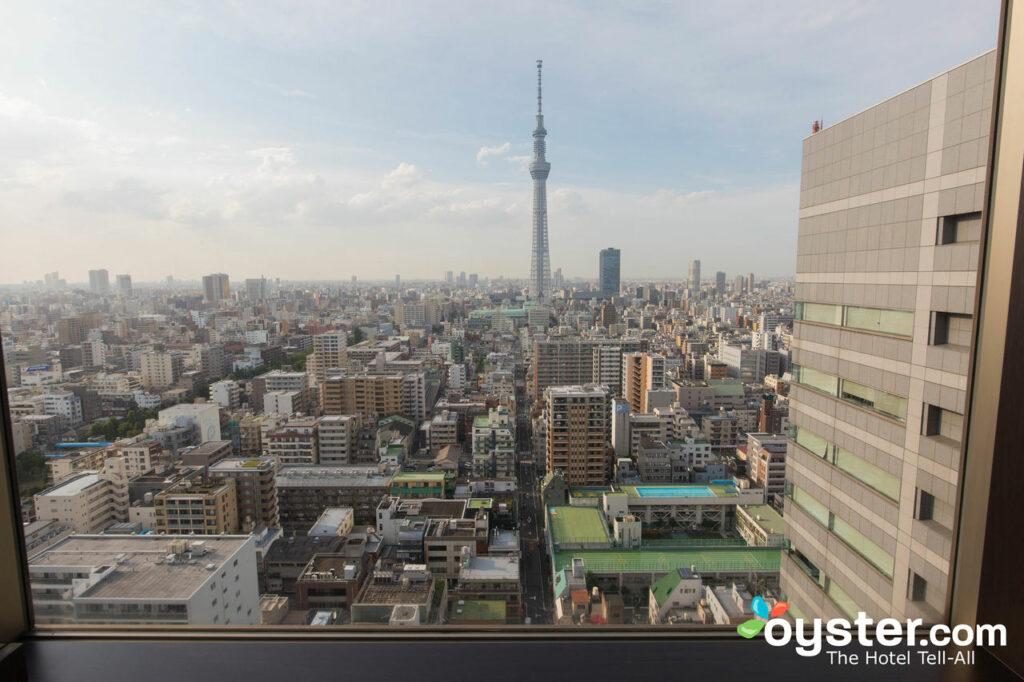 Vista del Tokyo Sky Tree desde el Tobu Hotel Levant Tokyo / Oyster