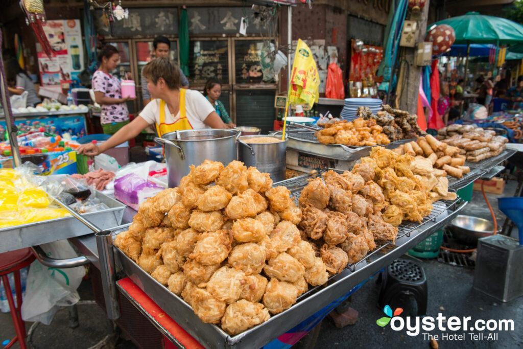 Straßenlebensmittelverkäufer in Bangkok, Thailand / Auster