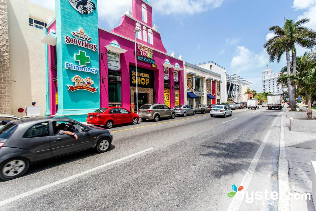 Calle en el Hotel Riu Cancún / Oyster