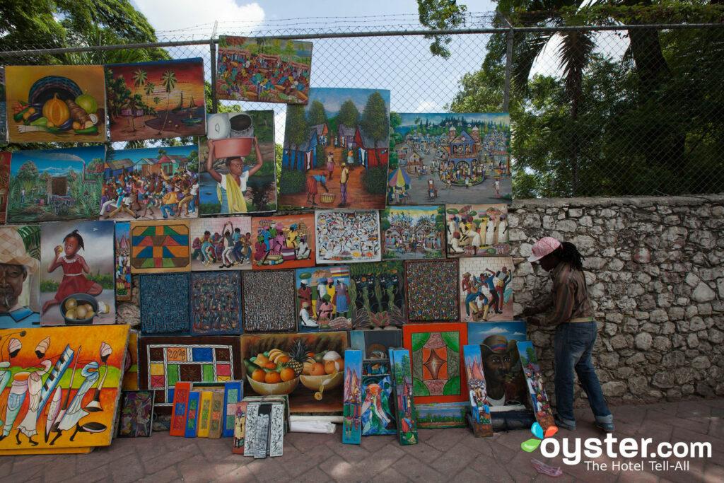 Marchand d'art dans les rues de Petionville
