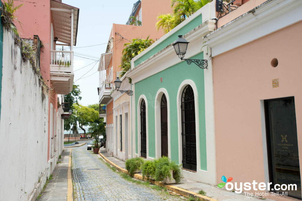 Calle en Villa Herencia, Puerto Rico / Oyster