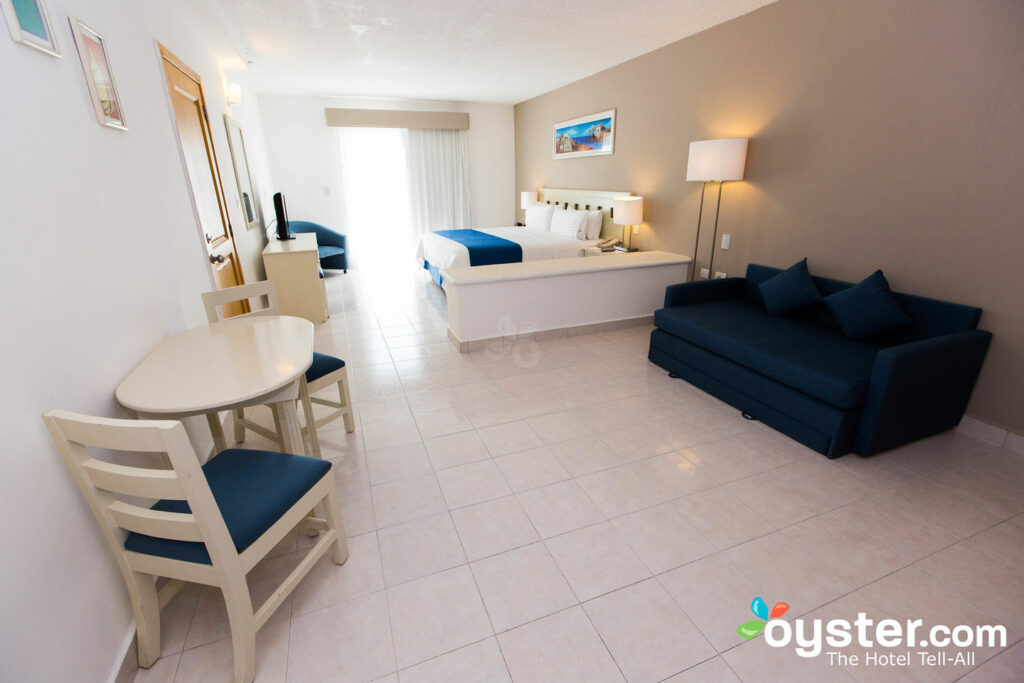 Holiday Inn Cancun Arenas Review: What To REALLY Expect If ...