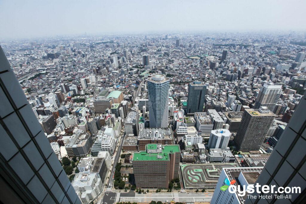 Tomando un bocado en Shibuya .