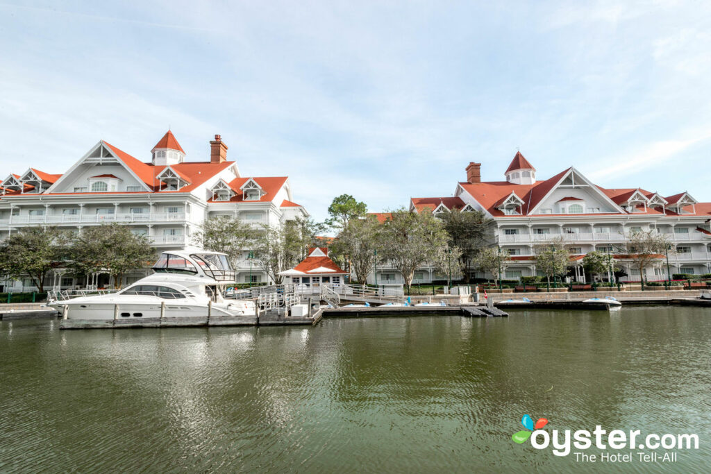 The Captain's Ship Yard at Disney's Grand Floridian Resort & Spa/Oyster