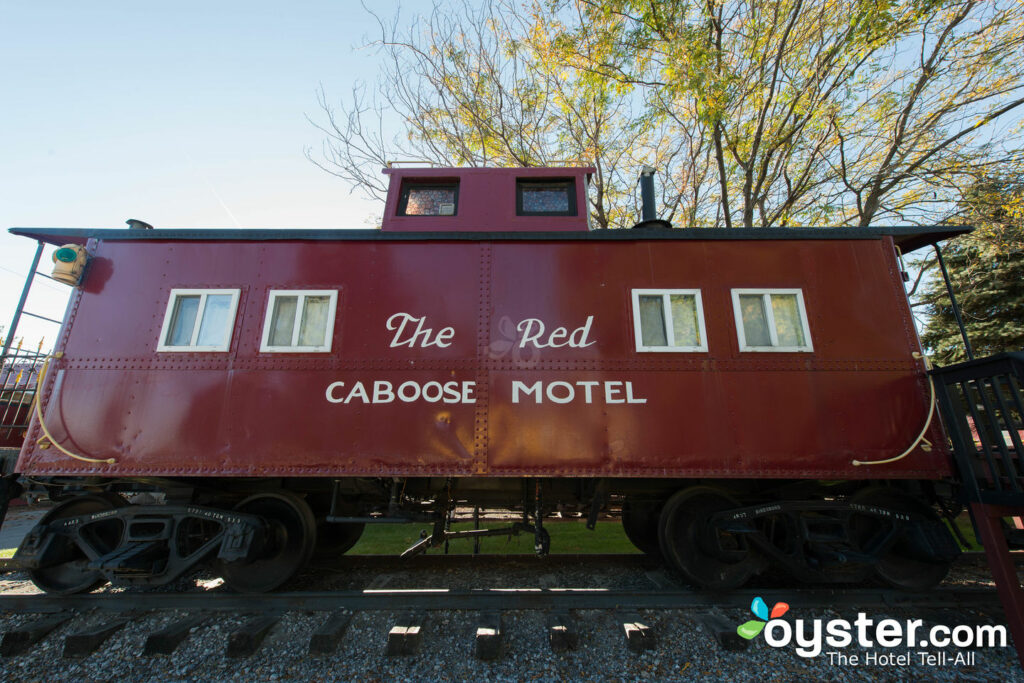 Red Caboose Motel, restaurante e loja de presentes / Oyster