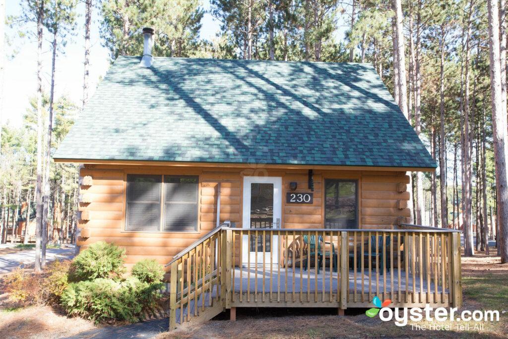 A cabana de dois quartos na aldeia de montanha de Natal.
