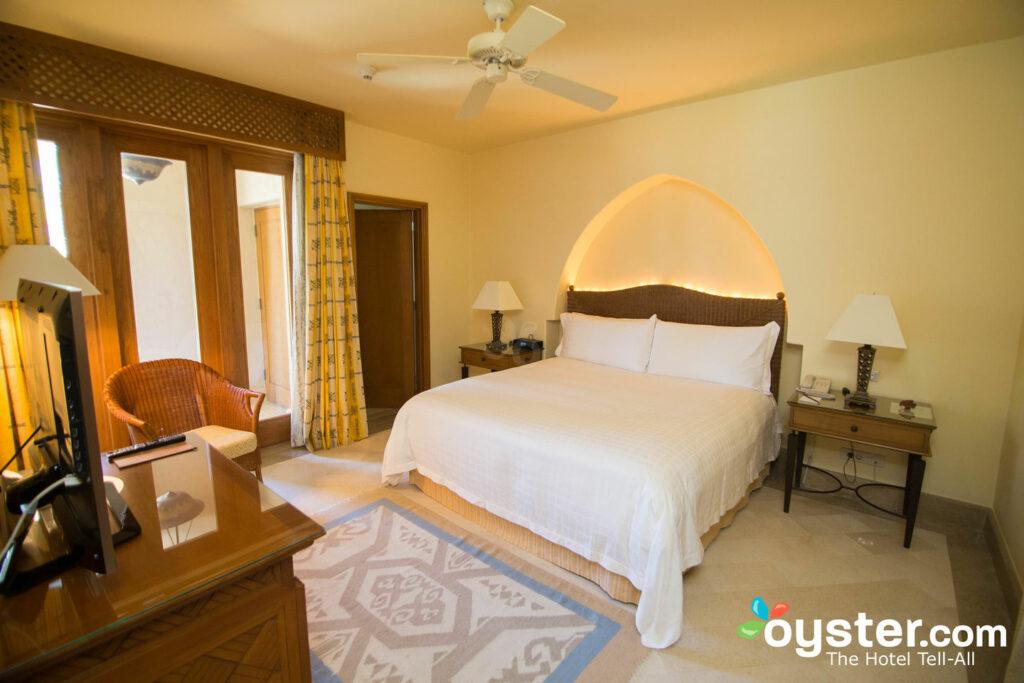 Dormitorio en la suite residencial de dos dormitorios junto a la piscina