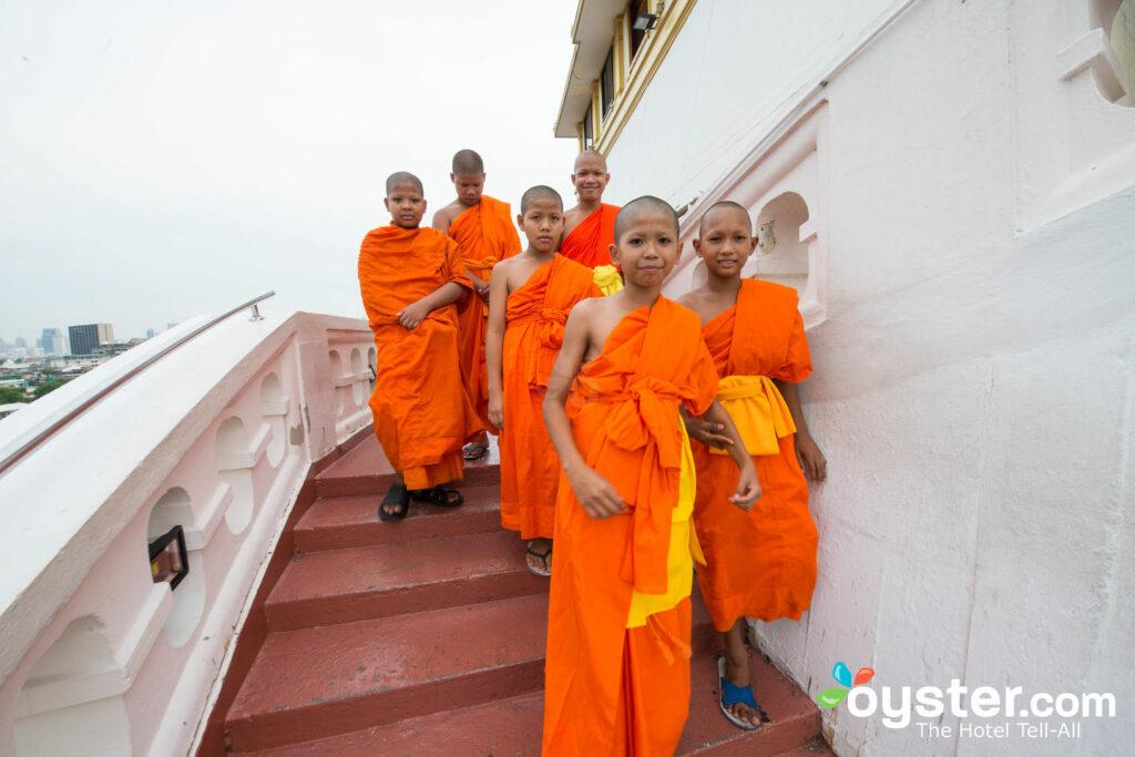 Jeunes moines à Bangkok.
