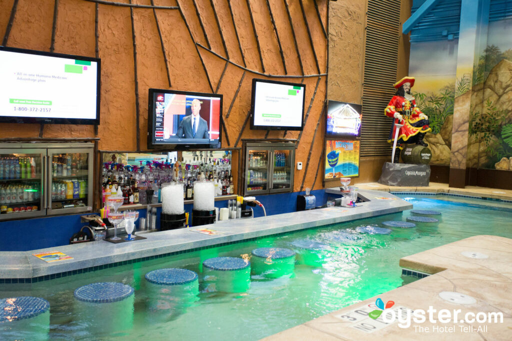12 Best Swim-Up Bars in the U.S. | Oyster.com