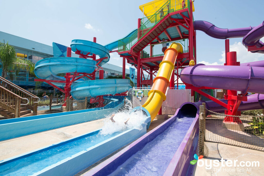 The Waterslides and Lazy River en el Flamingo Waterpark Resort