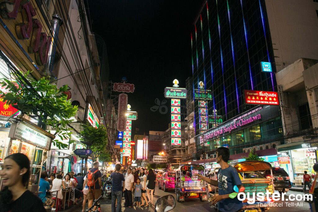 Street life and street food in Bangkok/Oyster