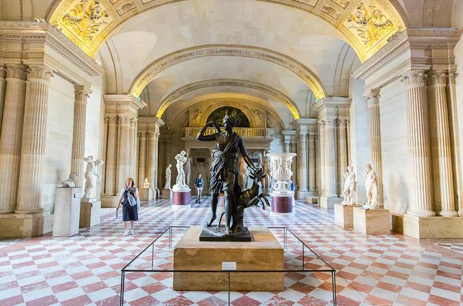 Ruta guiada sin colas por el Museo del Louvre de París / Viator